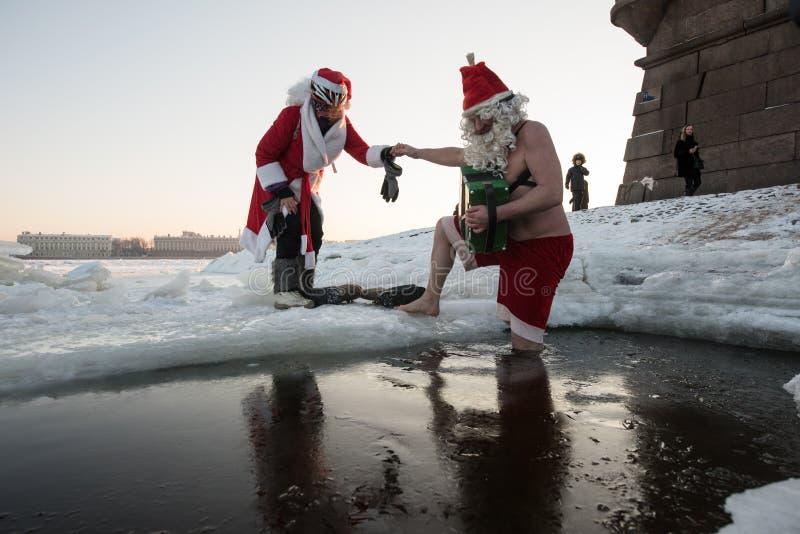 Święty Mikołaj w dziurze zdjęcia stock