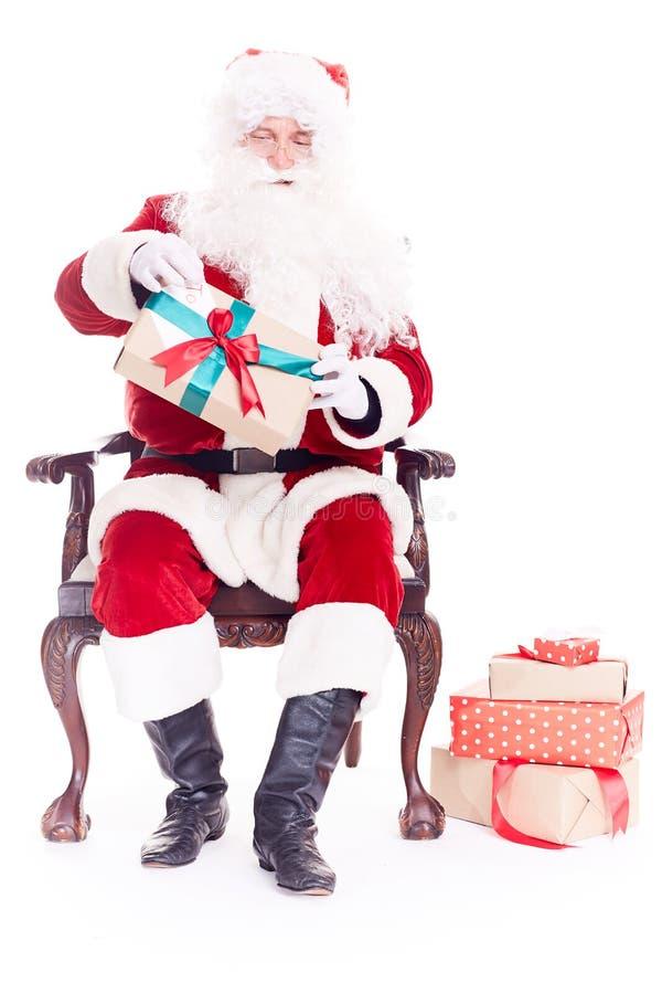 Święty Mikołaj w krześle obraz stock
