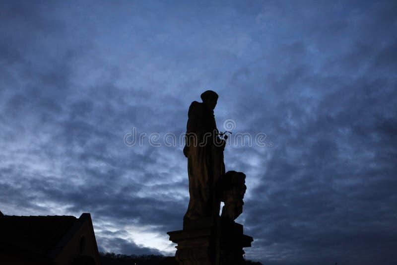 Święty Nicholas Tolentino na Charles moscie w Praga zdjęcia stock
