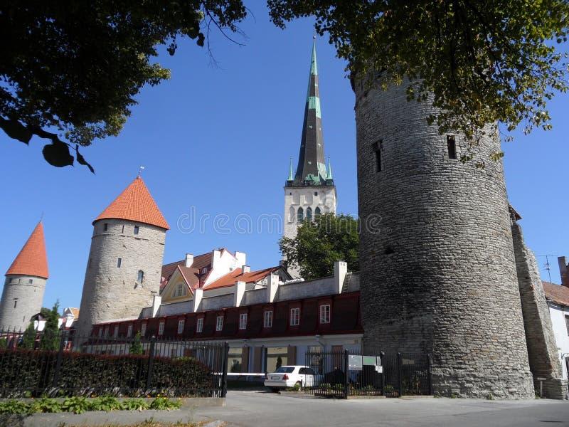 Święty Olaf& x27; s miasta i kościół ściana Góruje, punkt zwrotny Tallinn, Estonia zdjęcia royalty free