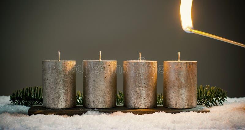 Światła cztery nastań świeczki z dopasowaniami fotografia royalty free