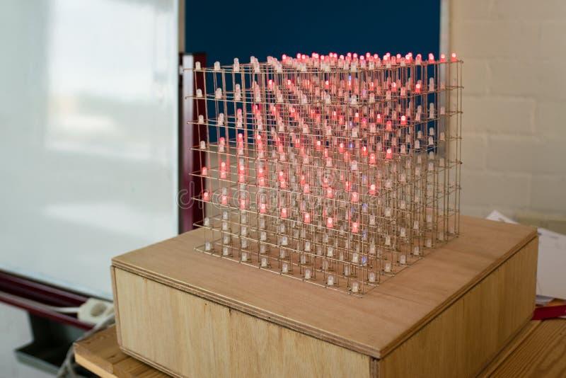 Światła diodowe LED emitujące światło lutowane w postaci sześcianu zdjęcia stock