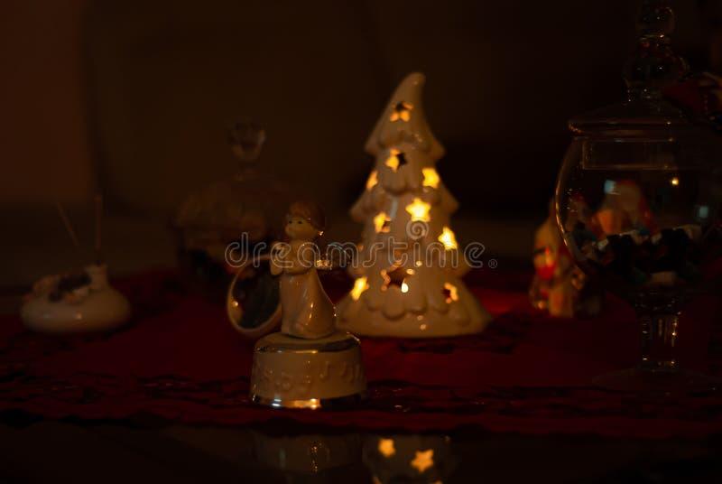 Światła i cienie typowi Bożenarodzeniowi ornamenty obrazy royalty free