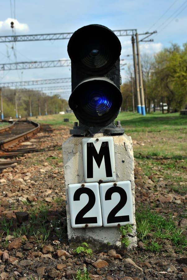 Światła ruchu na kolei z znakiem «22 metru zdjęcia royalty free