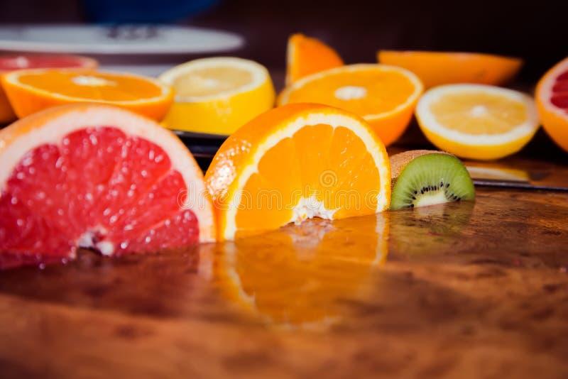 Światła ruchu owoc, owoc na stole zdjęcie stock