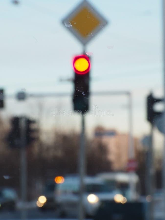 światła ruchu rozmyty tło, czerwone światło zdjęcie stock