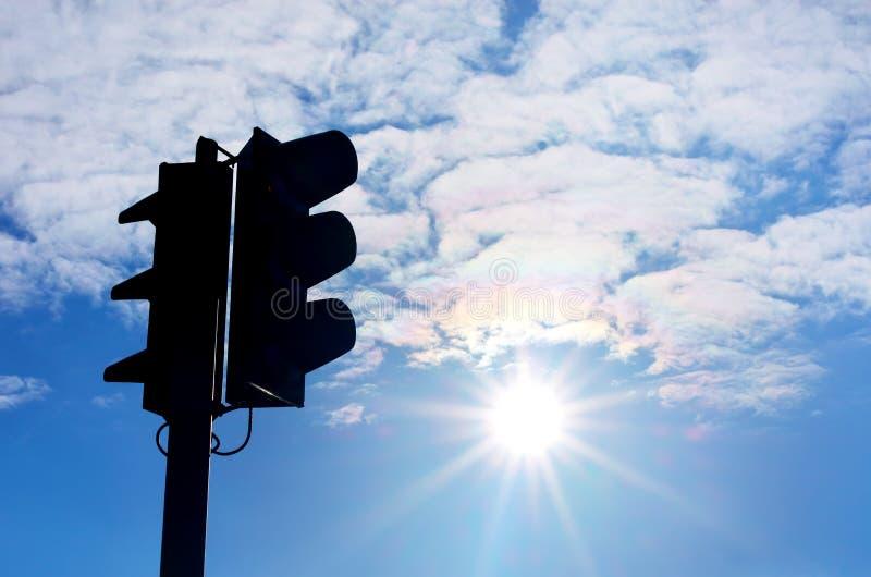Download Światła ruchu sylwetka zdjęcie stock. Obraz złożonej z tło - 57657894