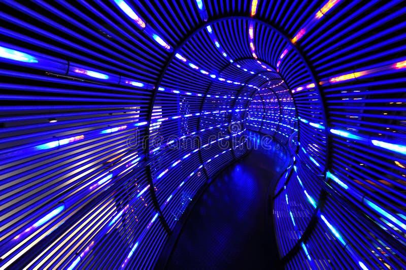 światło abstrakcjonistyczny tunel