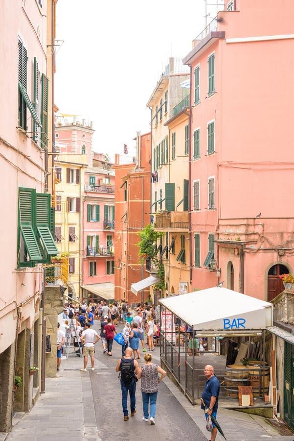 Światło dzienne widok Vernazza miasta ulicy obraz royalty free