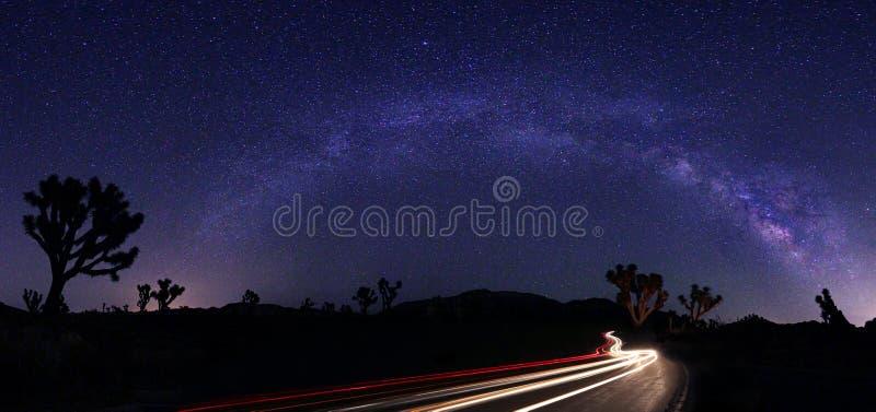 Światło Malujący krajobraz Milky sposób Gra główna rolę panoramę fotografia stock