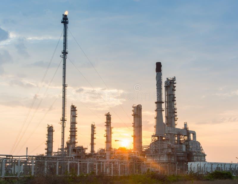Download Światło Petrochemicznego Przemysłu Elektrownia Obraz Stock - Obraz złożonej z natura, fielder: 53790383