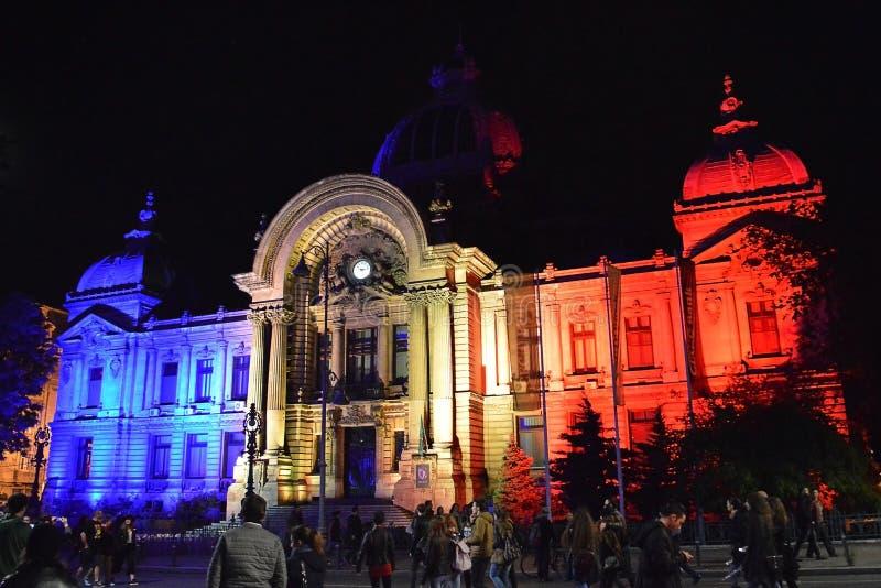 Światło reflektorów Lekki festiwal, Bucharest, Rumunia - CEC banka pałac fotografia royalty free