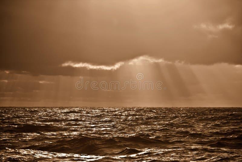 Światło słoneczne nad morzem fotografia stock