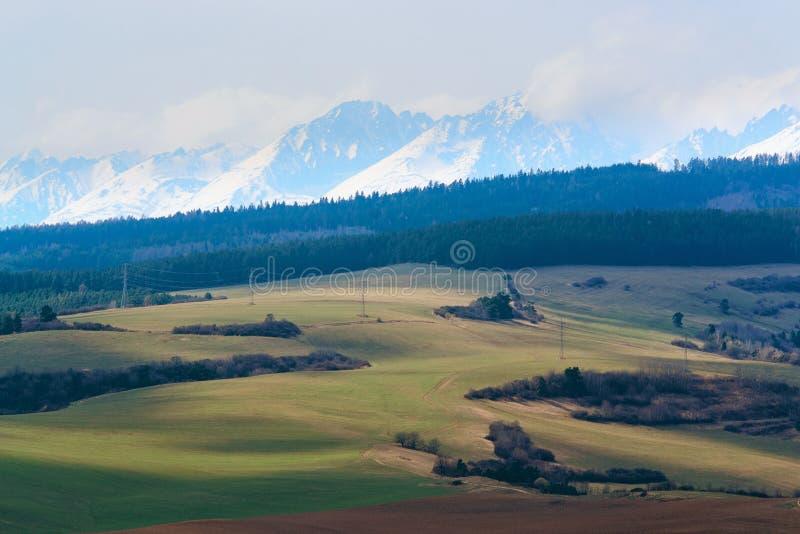 Download Światło Słoneczne W Wzgórzach Tatry Zdjęcie Stock - Obraz złożonej z sunshine, kraj: 57673484