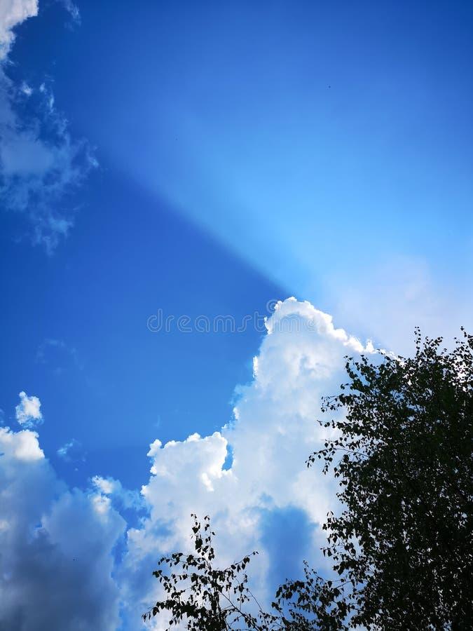 Światło w dnia niebie zdjęcie royalty free