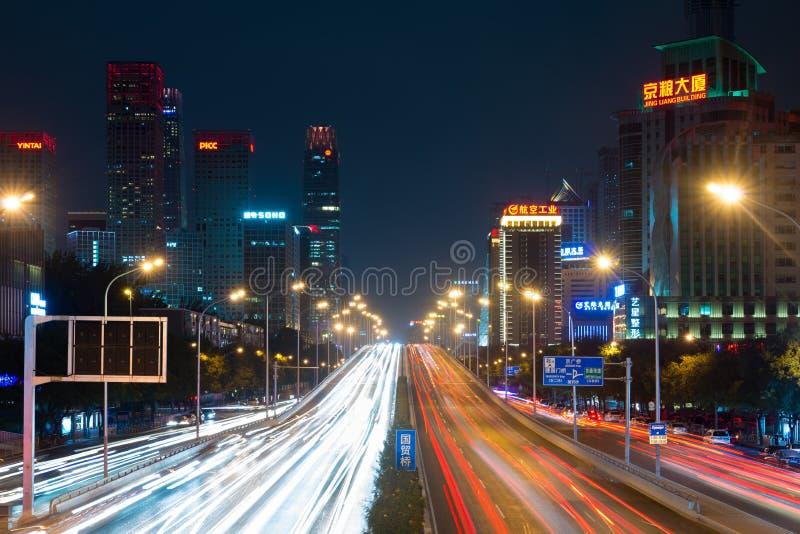Światło wlec na ulicie przy Pekin centrali dzielnicą biznesu zdjęcia royalty free