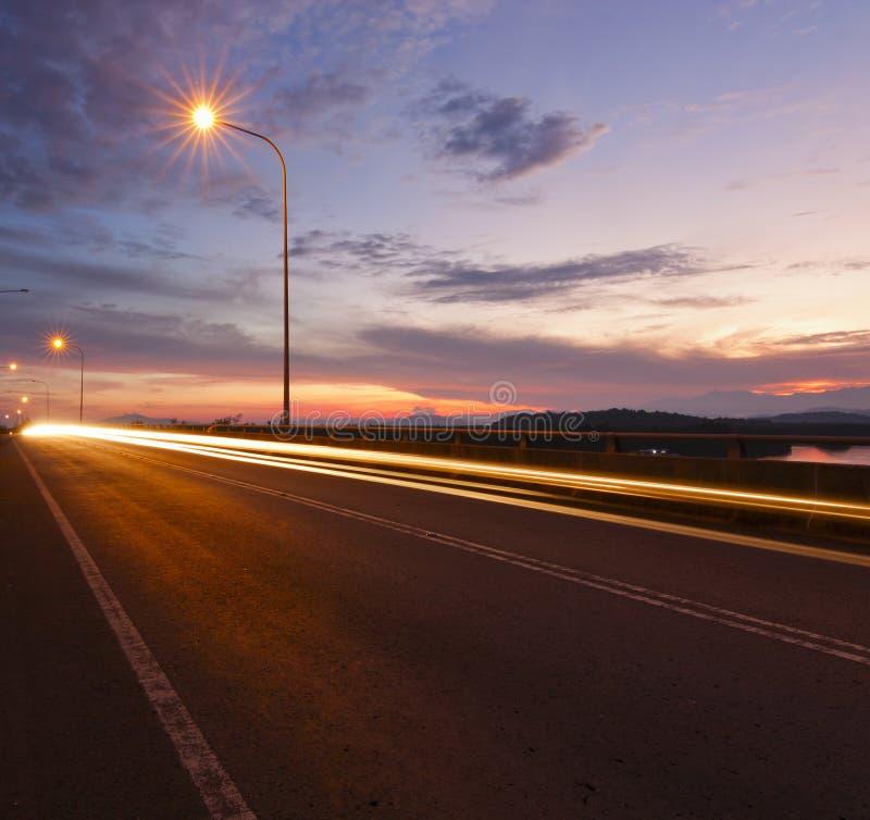 Download Światło Wlec Przy Wschodem Słońca W Sabah, Wschodni Malezja Obraz Stock - Obraz złożonej z lane, niebo: 42525019
