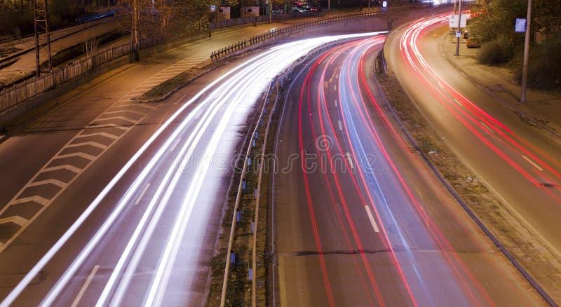 świateł noc ruch drogowy zdjęcia stock