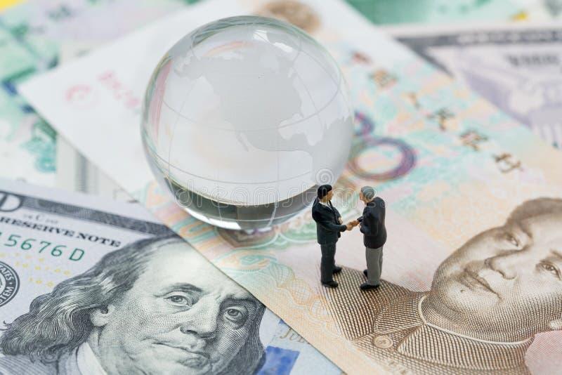 Światowa lub globalna pieniężna taryfowa wojny handlowa negocjaci rozmowa, col zdjęcia stock