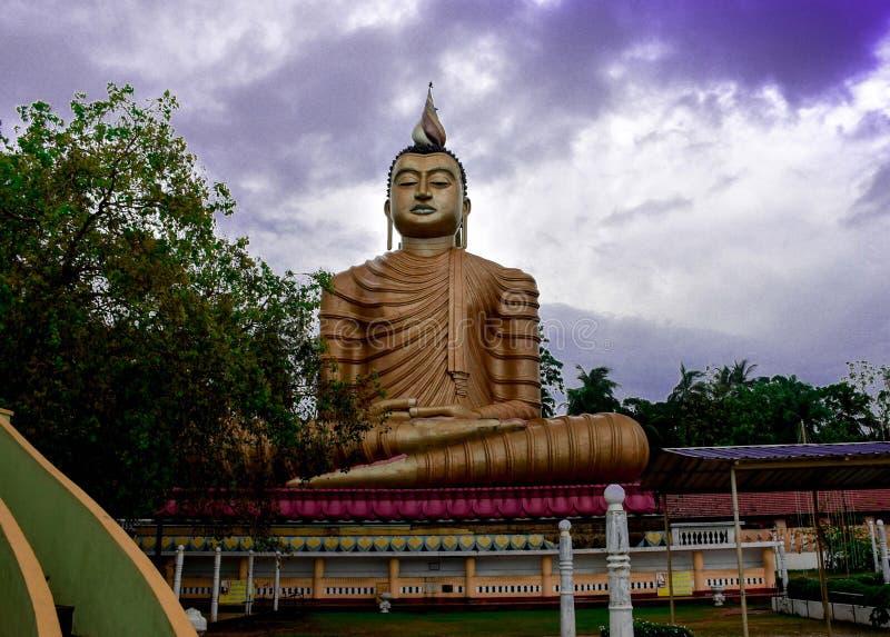 Światowe Dziedzictwo Architektoniczny idol obciążeniowy budda w Srilanka zdjęcia stock