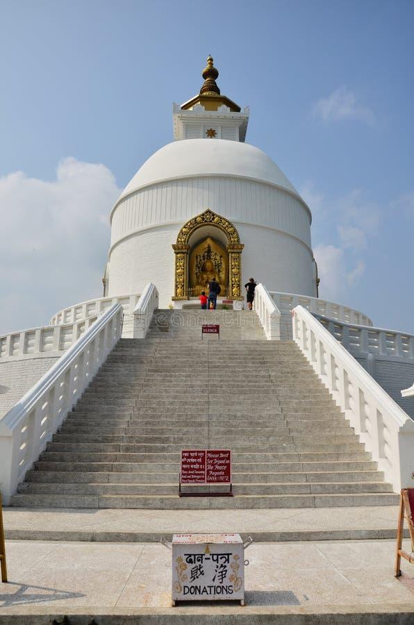 Światowego pokoju pagoda Pokhara w Annapurna dolinie Nepal fotografia stock