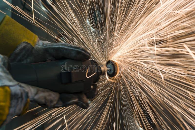 Świder z przechylać polerowniczymi metal częściami obrazy stock