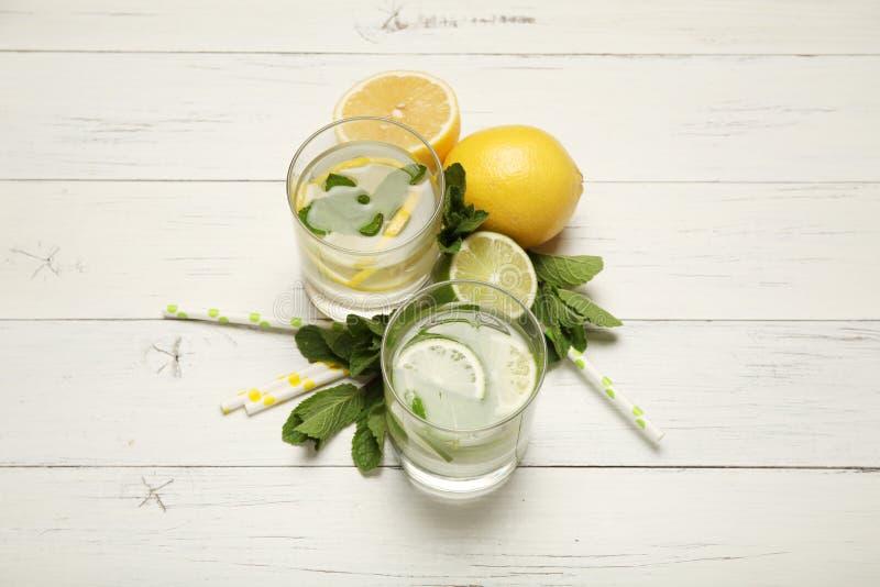 Świeża detox cytryny woda, zdrowy napój Lato cytrusa lemoniada obrazy royalty free