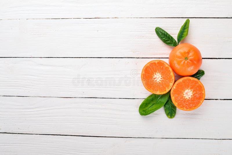 Świeża mandaryna z liśćmi Owoce zdjęcia royalty free
