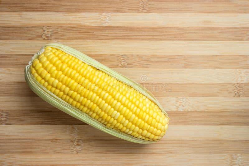 Świeża organicznie żółta słodka kukurudza obraz stock