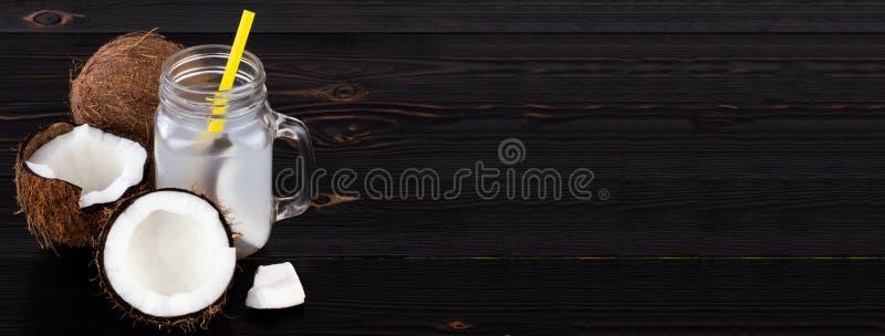 Świeża Organicznie koks woda w szkle knedle tła jedzenie mięsa bardzo wiele obraz stock
