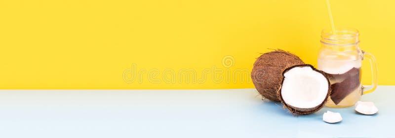 Świeża Organicznie koks woda w szkle knedle tła jedzenie mięsa bardzo wiele Z kopii przestrzenią zdjęcie royalty free