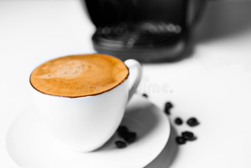Świeża parzenie kawa espresso zdjęcia stock