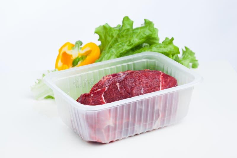 Świeża surowego mięsa i sałaty sałatka obrazy royalty free