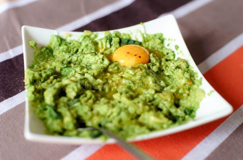 Świeża zdrowa sałatka avocado i jajko obraz stock