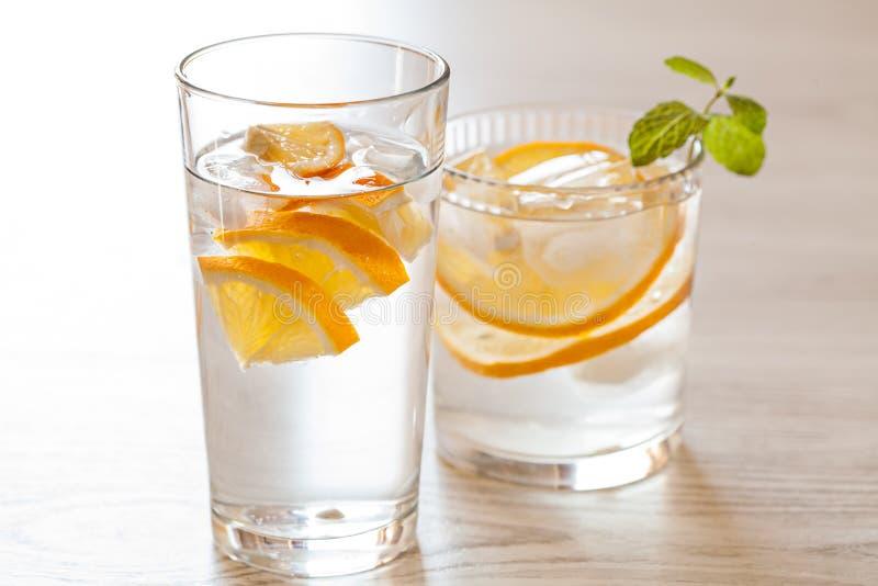 Świeża zimna lemoniada z cytrynami obrazy royalty free