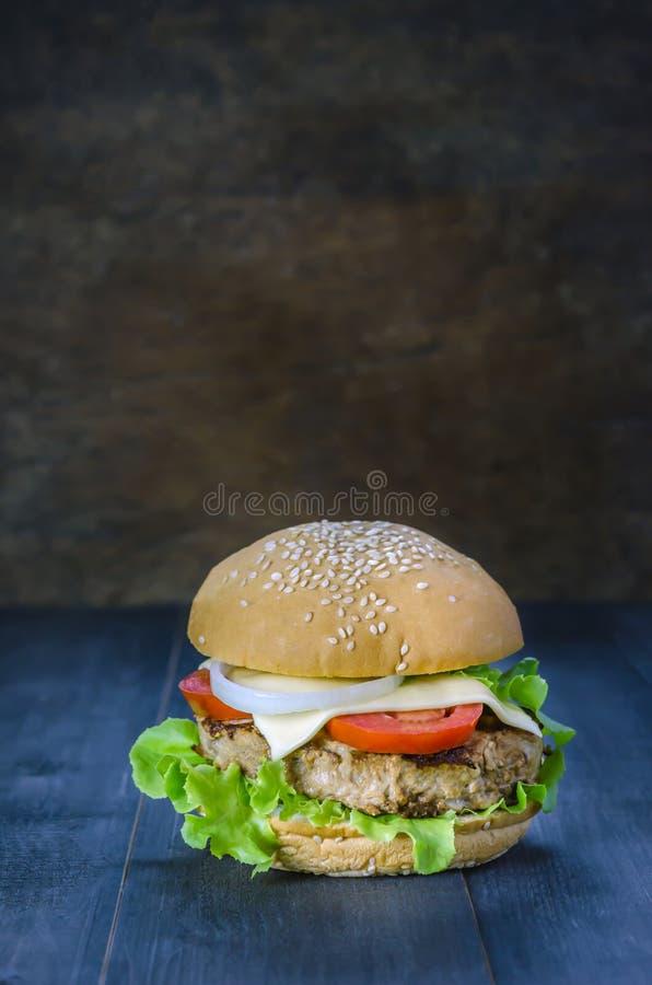 świeże dof tło hamburgery smaczny biały nisko zdjęcia royalty free