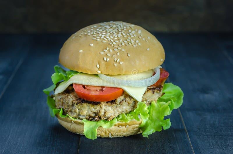świeże dof tło hamburgery smaczny biały nisko obrazy stock