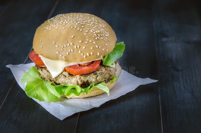 świeże dof tło hamburgery smaczny biały nisko obraz stock