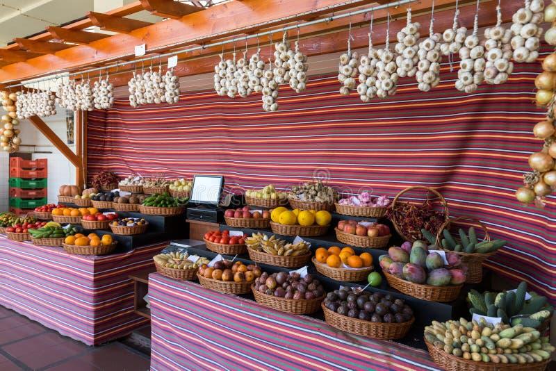 Świeże egzotyczne owoc w Mercado Dos Lavradores funchal Madeira fotografia stock