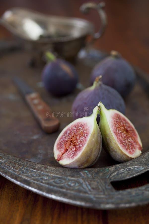 Świeże figi na stole zdjęcie royalty free