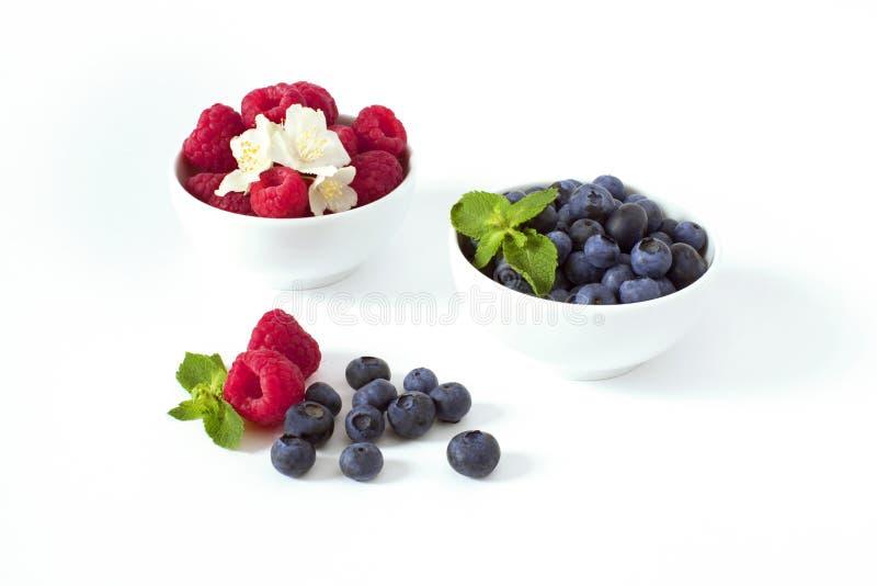 Świeże jagody w pucharze obraz stock