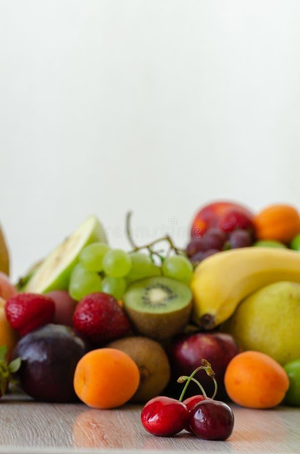 Świeże kolorowe owoc Zdrowy odżywianie, diety pojęcie obrazy stock