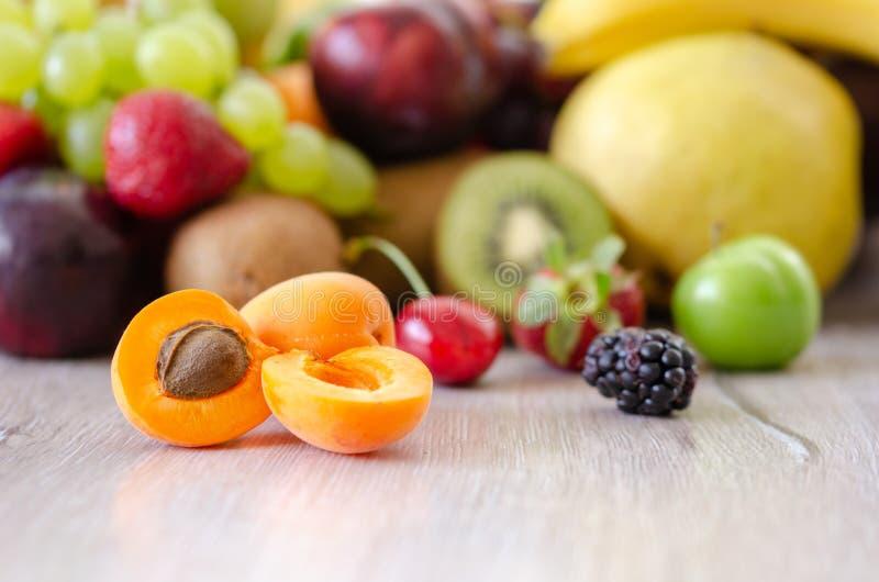 Świeże kolorowe owoc Zdrowy odżywianie, diety pojęcie obraz stock