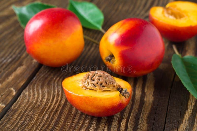 Świeże nektaryny fotografia stock