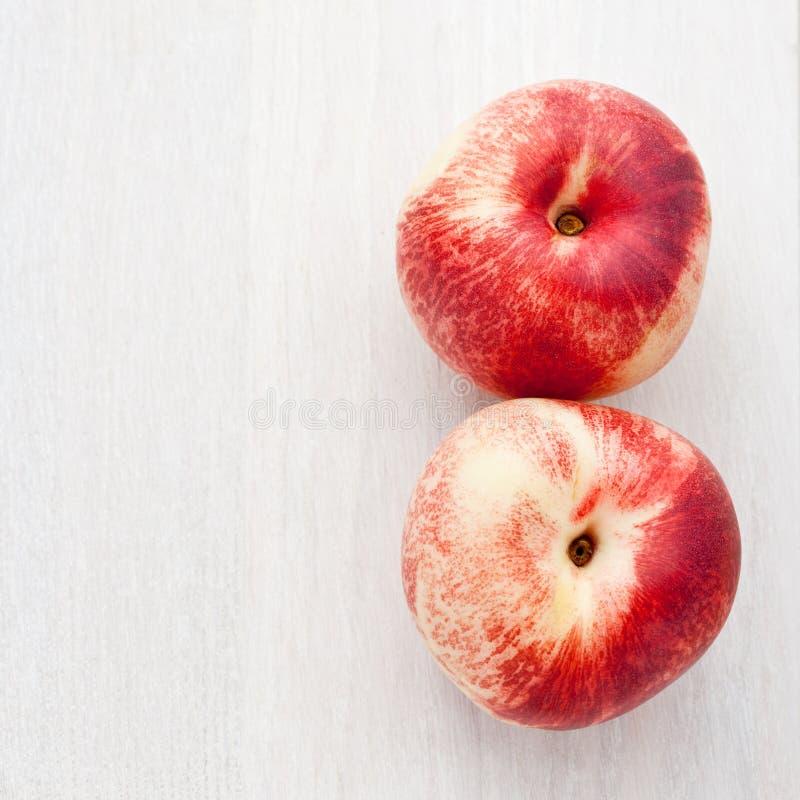 Download świeże nektaryny dwa obraz stock. Obraz złożonej z macro - 13333887