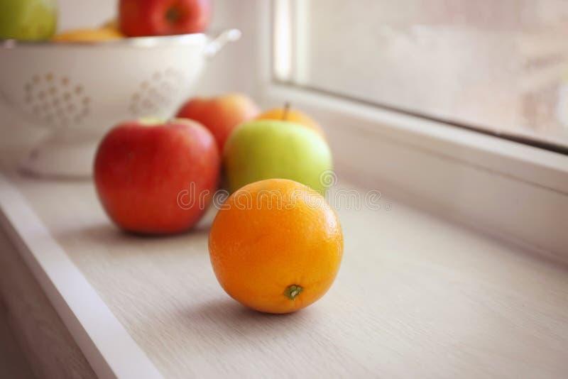Świeże owoc na windowsill fotografia royalty free