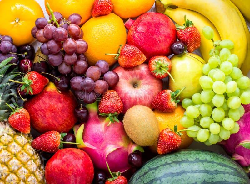 świeże owoce Asortowane owoc kolorowe, czysty łasowanie, Owocowy tło zdjęcie stock