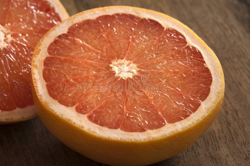 Świeże połówek menchie, róża grapefruitowi lub obraz royalty free