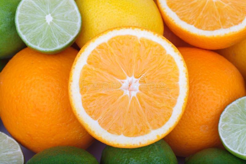 Download Świeże Pomarańcze I Cytrusa Owoc Zdjęcie Stock - Obraz złożonej z żywienioniowy, dużo: 53792028