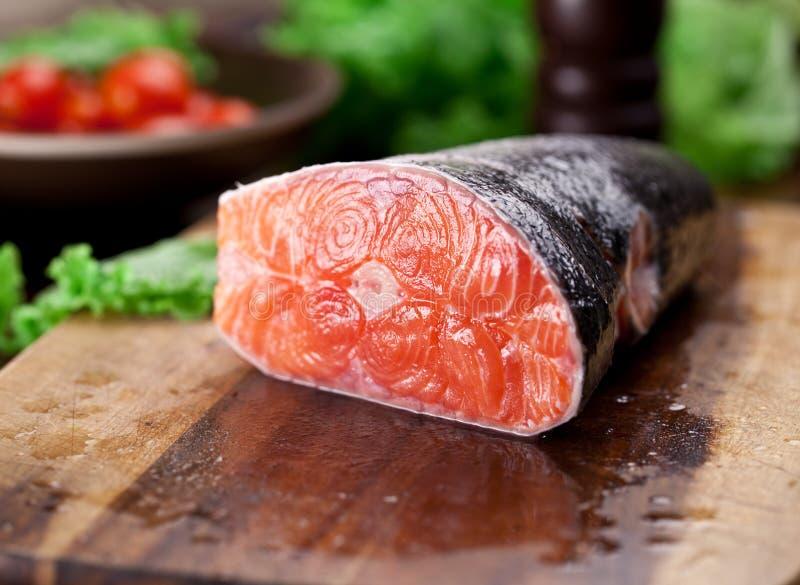 Download świeżego łososia Kulinarny Proces Obraz Stock - Obraz złożonej z praca, jeden: 57652909